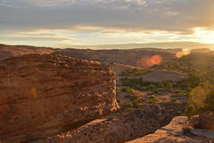 Klippa på solnedgången Arkivfoton