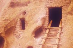 Klippaboningar på den Frijoles indiern fördärvar, NM Arkivbild