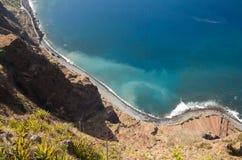 Klippaframsidan av Cabo Girao som sedd raksträcka ner från synvinkel madeira Royaltyfri Foto