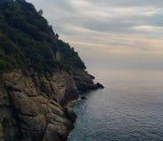 Klippakant i Portofino, Italien Arkivfoto