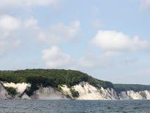Klippakust på ön av Ruegen i Tyskland Royaltyfria Foton