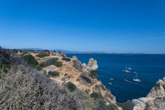 Klippakustlinje i Lagos, Algarve, Portugal Royaltyfria Bilder