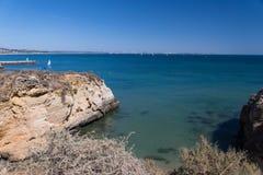 Klippakustlinje i Lagos, Algarve, Portugal Arkivfoton
