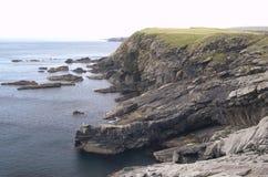 Klippalandskap i de Shetland öarna royaltyfri bild