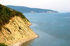 Klippan på havet royaltyfria bilder
