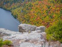 Klippe über unterem Ausable See im Adirondacks Lizenzfreie Stockfotos