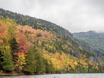 Klippe über unterem Ausable See im Adirondacks Lizenzfreie Stockbilder