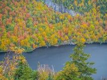 Klippe über unterem Ausable See im Adirondacks Stockfotos