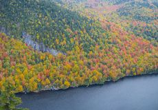 Klippe über unterem Ausable See im Adirondacks Lizenzfreies Stockbild