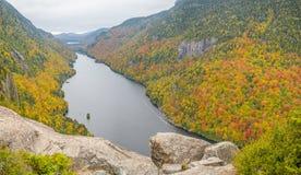 Klippe über unterem Ausable See im Adirondacks Lizenzfreie Stockfotografie