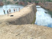 Klippe auf der Lagune Stockbild