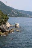 Klippe des adriatischen Meeres in Italien und der Golf der Stadt von T Stockbild