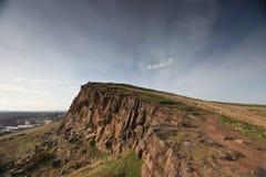 Klippe, die Edinburgh übersieht stockfotografie