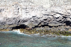 Klippe im Ozean Stockfotos