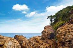Klippe in Lan-Insel lizenzfreie stockbilder