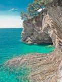 Klippe in Petrovac, Montenegro Adriatisches Meer des Türkiswassers bea Stockfotografie