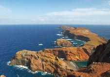 Klippe und der Ozean Stockfoto