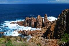 Klippe und Meer Stockbild