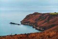 Klippen auf der Insel von Jersey im Ärmelkanal stockbilder
