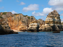 Klippen auf der Küste Lizenzfreie Stockbilder