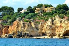 Klippen Baleeira, Albufeira in Algarve Royalty-vrije Stock Foto