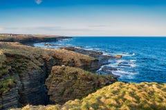 Klippen bei Nybster in Schottland Lizenzfreie Stockbilder