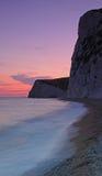 Klippen bij zonsondergang in Dorset Stock Fotografie
