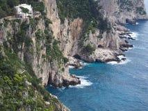 Klippen in Capri, Italien stockbilder