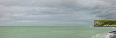 Klippen der Alabaster-Küste Normandie stockfotografie