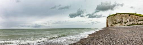 Klippen der Alabaster-Küste Normandie stockfotos