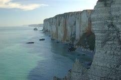 Klippen in der Normandie stockbild