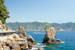 Klippen dichtbij Santa Margherita Ligure, Italië Stock Afbeelding