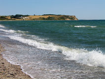 Klippen durch die Küste Assens Dänemark Lizenzfreie Stockbilder