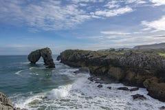 Klippen en rotsen in Asturias stock foto