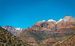 Klippen en schilderachtige canions in Zion National Park De Natuurreservaten van de V.S. stock afbeeldingen