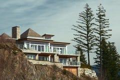 Klippen-Haus-Ausgangsaußenneues Stockfoto