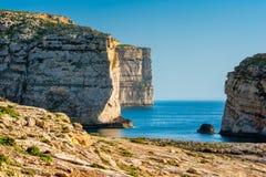 Klippen op Westkust van Gozo Malta Royalty-vrije Stock Foto's