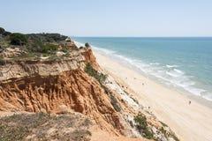 Klippen in Praia DA Falesia stock foto