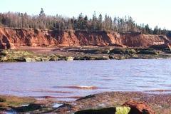 Klippen u. Ozean u. Sandstein Lizenzfreies Stockfoto