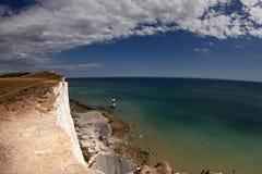 Klippen und Leuchtturm am Beachy Kopf Stockfotos