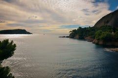 Klippen und Nebenflüsse über dem Meer am La Ciotat Stockfotografie