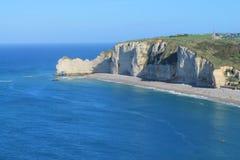 Klippen und Strand von Etretat Stockfoto
