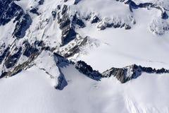 Klippen und unverdorbener Frühlingsschnee von Adamello erstreckt sich, Italien Lizenzfreie Stockfotos