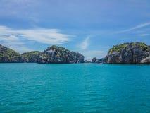 Klippen van het kalksteen de tropische eiland royalty-vrije stock foto's