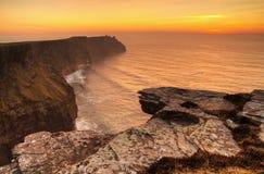 Klippen van Moher bij zonsondergang Royalty-vrije Stock Afbeelding