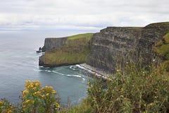 Klippen van Moher en de Atlantische Oceaan Stock Afbeelding