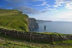 Klippen van moher, kasteel, het westenkust van Ierland Stock Foto