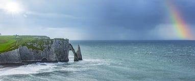 Klippen von Ã-‰ tretat Normandie stockbild