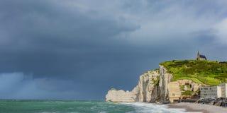Klippen von Ã-‰ tretat Normandie lizenzfreie stockfotografie