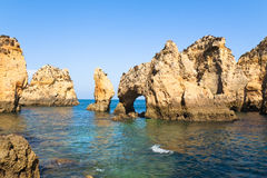 Klippen von Algarve Stockfotos